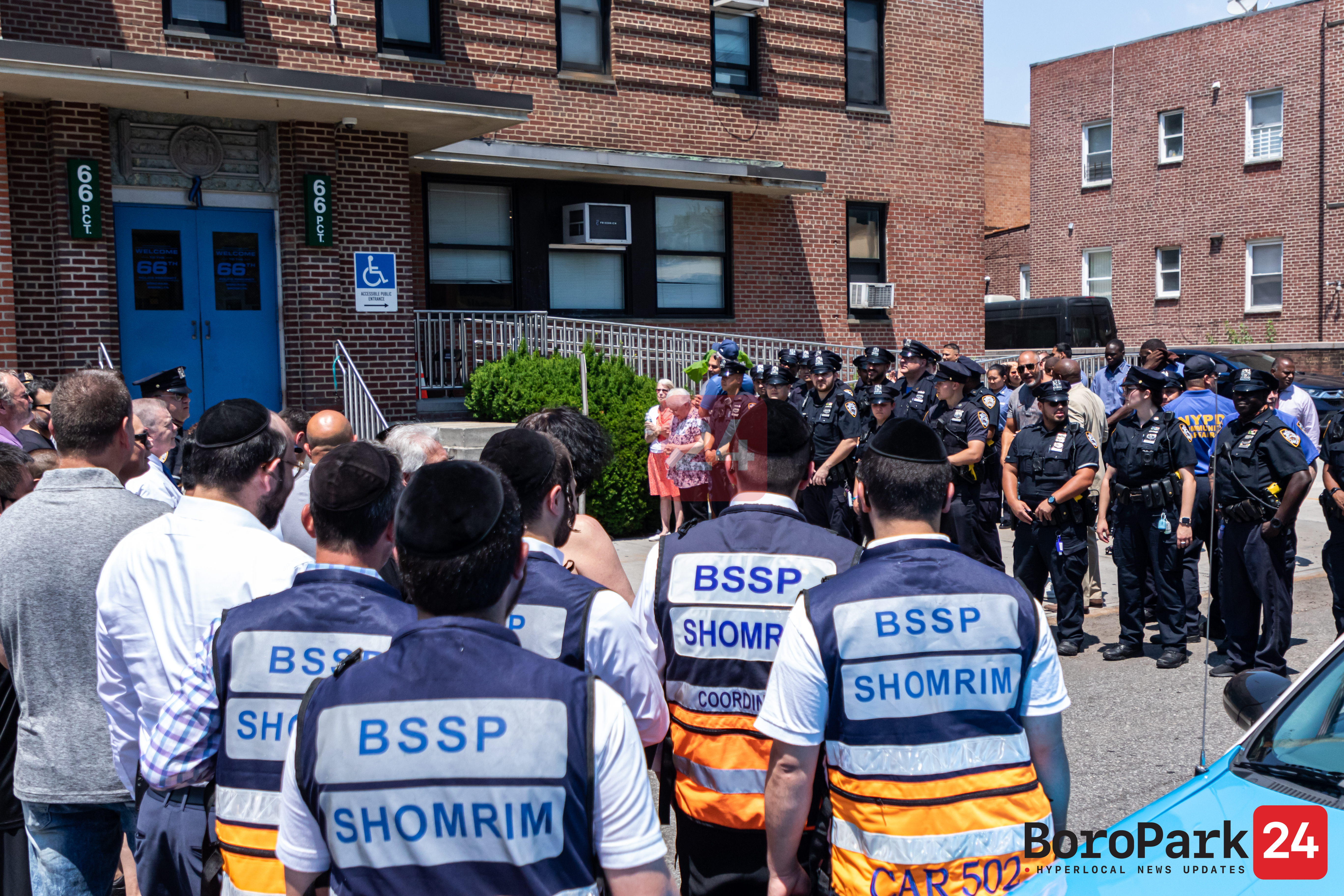 Boro Park Police Officer Retires After 27 Years